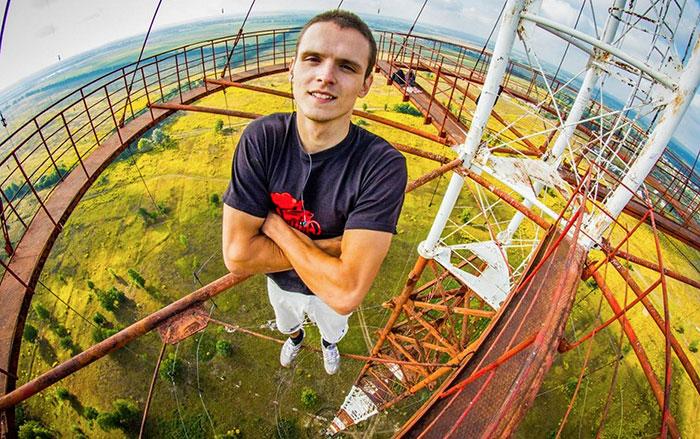 hanging-russian-selfie-feature